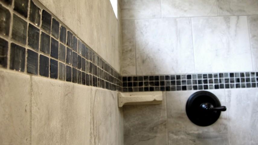 Walk in shower Danya 12x12 Lunada bay glass 1x1 ohara natural