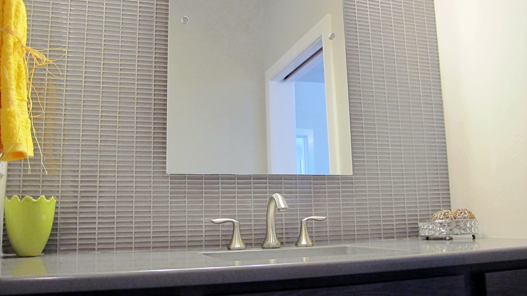 Bathroom glass tile backsplash